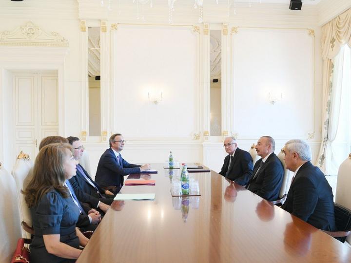 Президент Ильхам Алиев принял делегацию во главе с генеральным исполнительным директором компании TOTAL