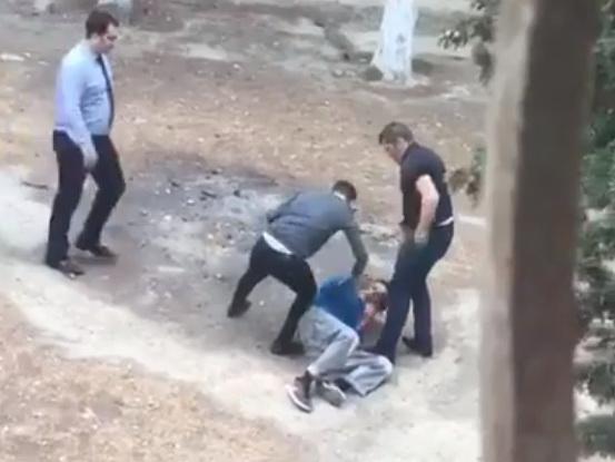 В Баку работники супермаркета избили вора за пачку масла? – ВИДЕО