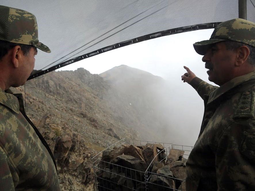 Министр обороны проверил боеготовность подразделений, расположенных в горной местности - ФОТО