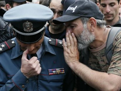 Теперь Пашинян решил заставить армянских полицейских выучить французский язык