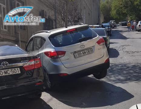 Самый уникально припаркованный автомобиль Баку – ФОТО