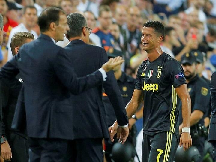 Ronaldo ilk dəfə qırmızı aldı, uşaq kimi ağladı – VİDEO