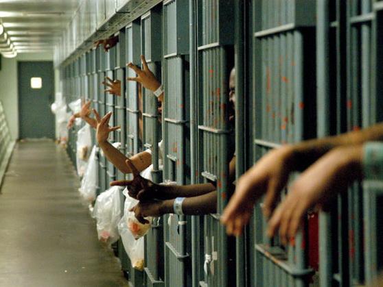 Американец отсидел в тюрьме 27 лет за преступление, которого не совершал