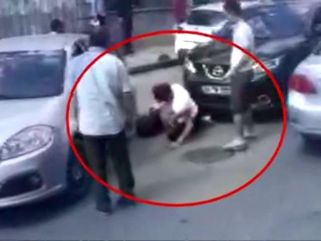 В Стамбуле женщина-водитель избила цепью водителя-мужчину, не уступившего ей дорогу – ВИДЕО - ФОТО