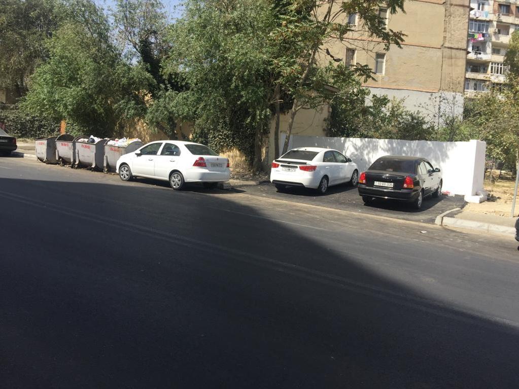 В Баку место для мусорных баков превратили в парковку – ФОТОФАКТ