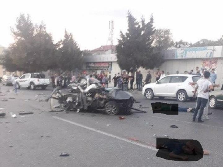 Bakıda dəhşətli qəza:4 nəfər öldü, sürücü iki yerə parçalandı – VİDEO (+18)