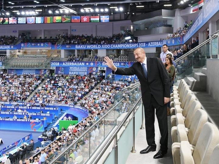 Prezident İlham Əliyev cüdo üzrə dünya çempionatında yarımfinal qarşılaşmasına baxıb - FOTO