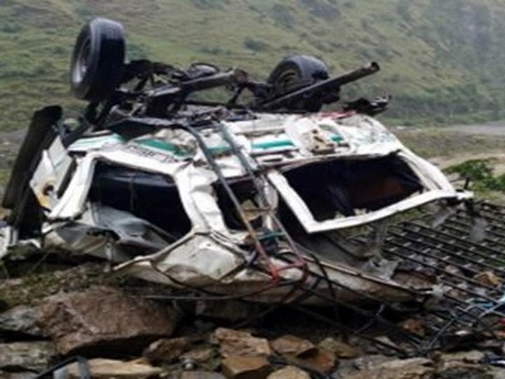 В Индии автобус с пассажирами упал в ущелье, 13 погибших