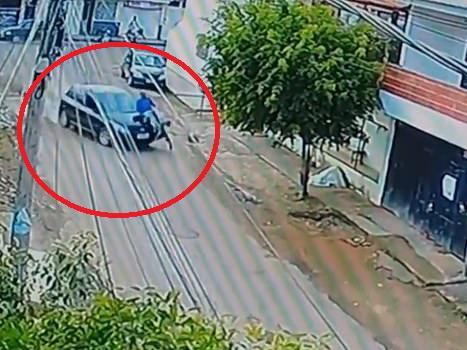 Встал как ни в чем не бывало. В Бразилии велосипедист чудом выжил в аварии - ВИДЕО