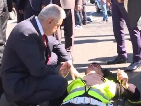 Бинали Йылдырым остановил кортеж из-за раненых в ДТП – ФОТО - ВИДЕО