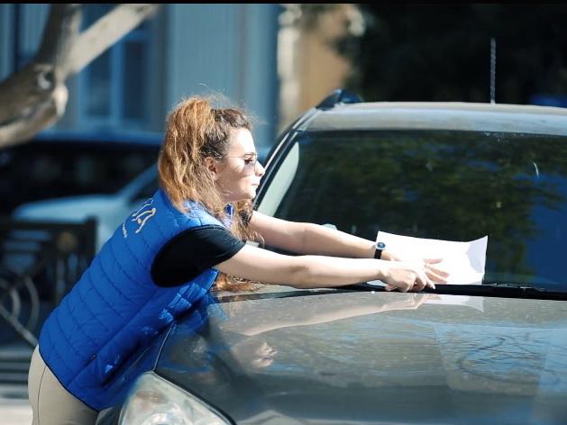 В Баку водителей призвали не препятствовать передвижению людей с ограниченными возможностями здоровья - ВИДЕО
