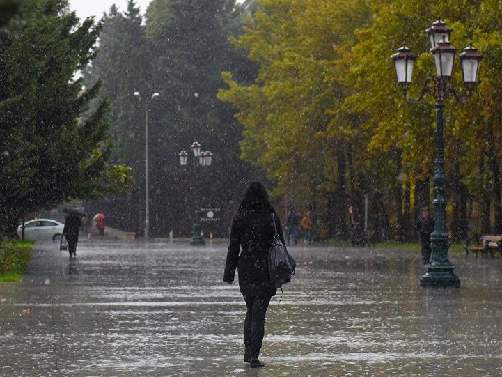 Гидрометцентр вновь предупреждает: ожидаются ветры и ливни