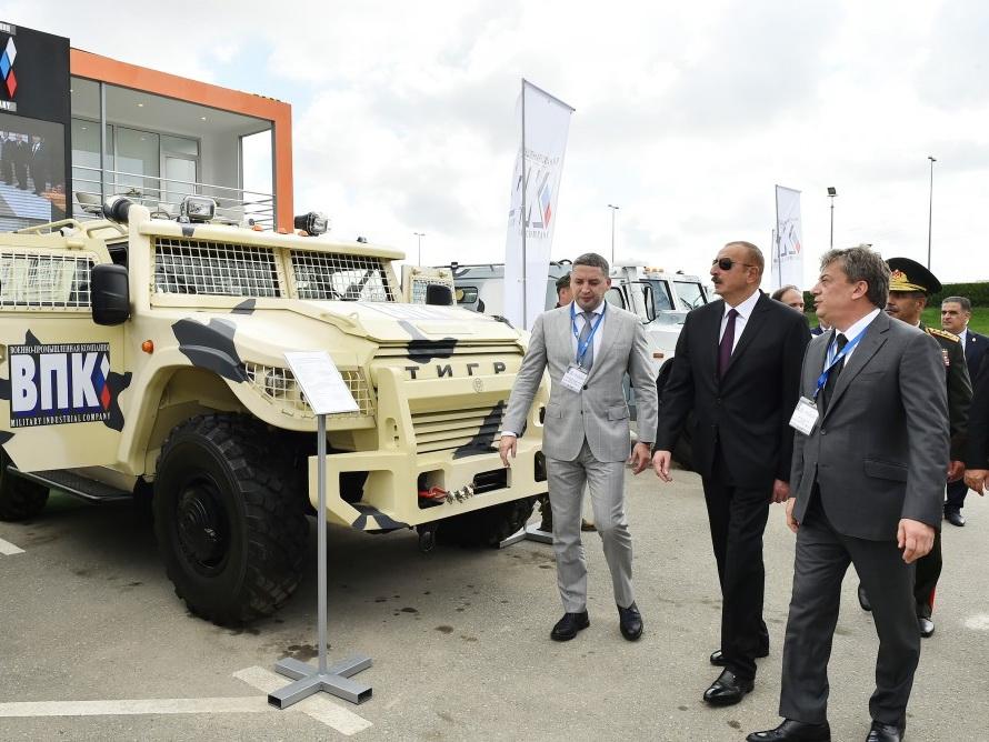 Президент Ильхам Алиев ознакомился с Азербайджанской международной оборонной выставкой ADEX 2018 - ФОТО