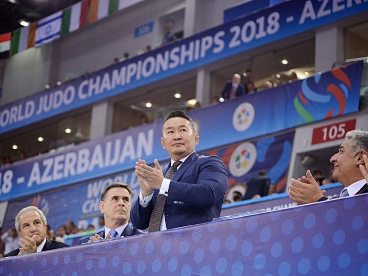 Президент Moнголии посмотрел чемпионат мира по дзюдо в Баку - ФОТО