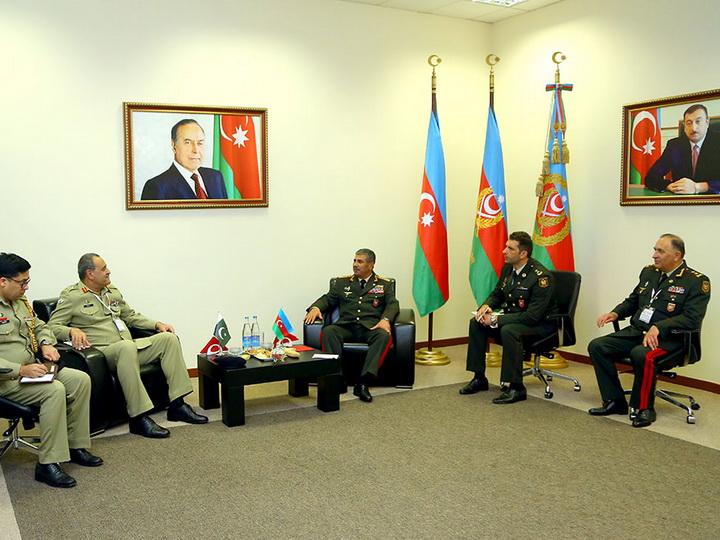 Министр обороны Азербайджана встретился с пакистанской делегацией
