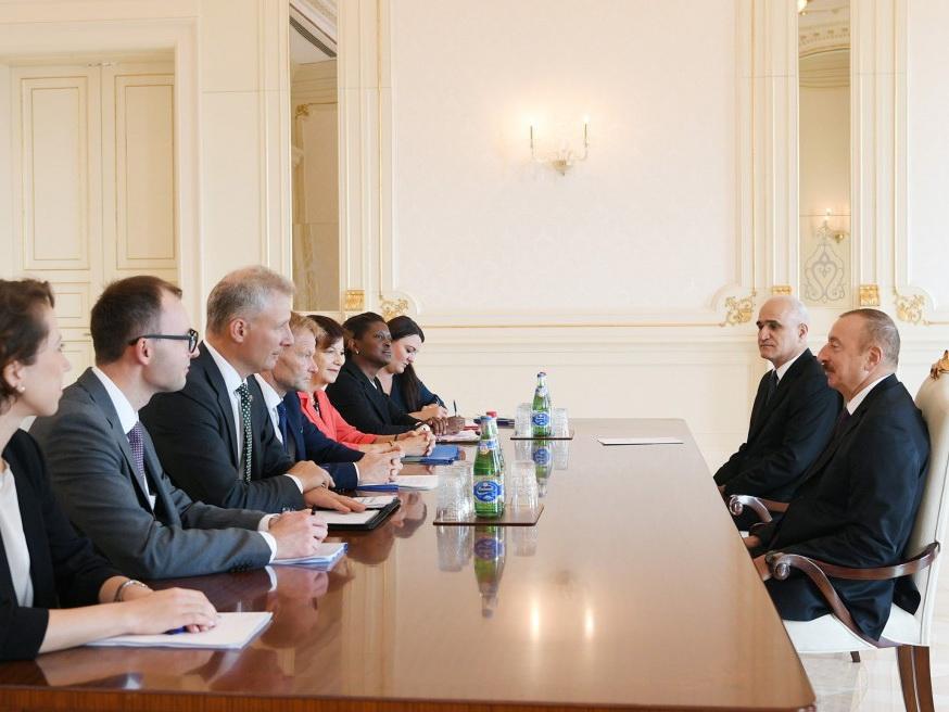 Президент Азербайджана принял делегацию Европейского инвестиционного банка - ФОТО
