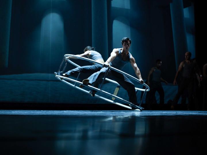 Канадский Cirque Eloize представил в Баку невероятное шоу «Cirkopolis» - ФОТО