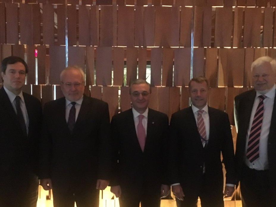 Глава МИД Армении встретился в Нью-Йорке с сопредседателями МГ ОБСЕ
