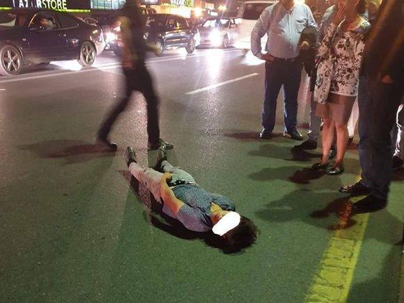 В Баку пешехода сбили прямо над подземным переходом – ФОТО