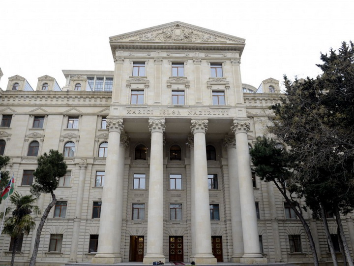 МИД Азербайджана: Анна Акопян прежде всего должна призвать армянских женщин и матерей воздержаться от направления их детей в Карабах