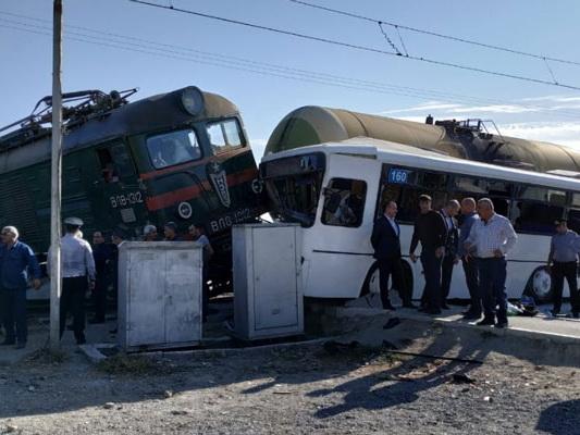 По делу о столкновении автобуса и грузового поезда есть арестованные