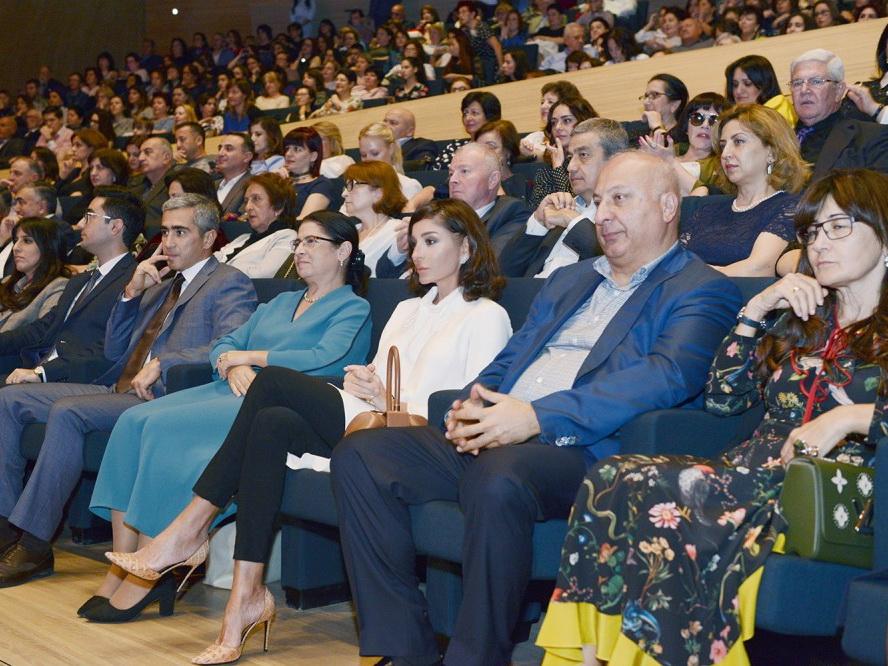 10 голосов, которые восхитили мир: «Хор Турецкого» выступил в Центре Гейдара Алиева - ФОТО