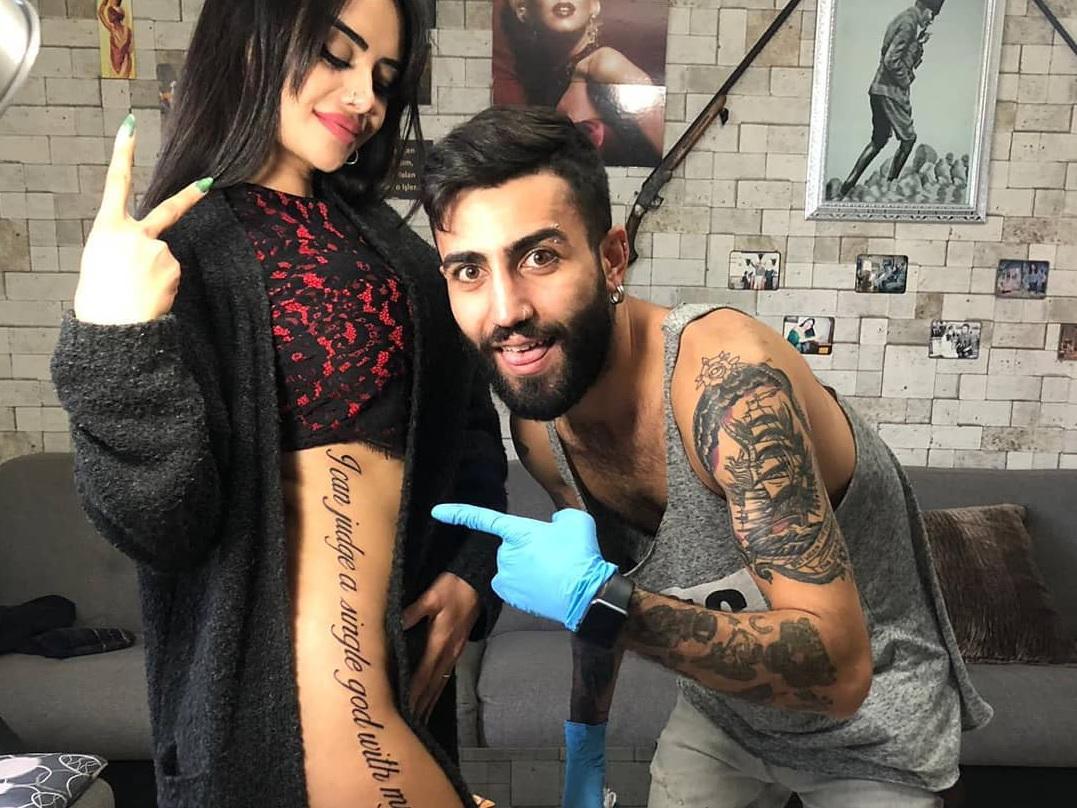 Наз Мила о нелепой татуировке: «Благодаря тату я стала мировой суперзвездой» - ФОТО