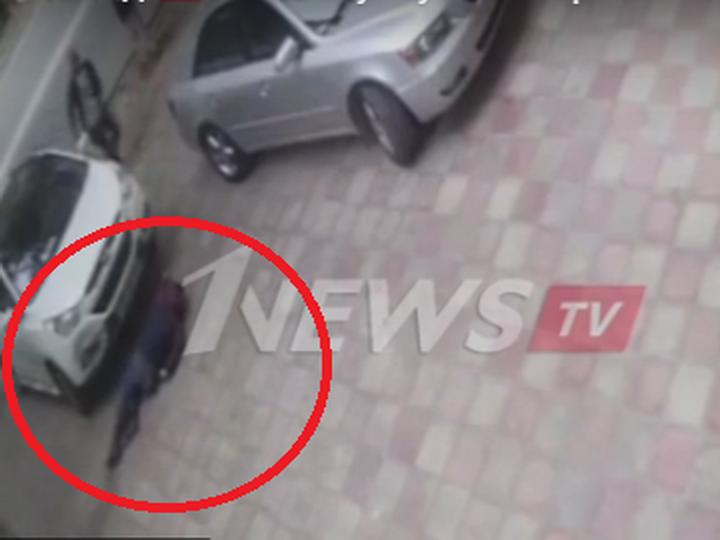 Очередная «подстава» в Баку: мужчина бросается на подающую назад машину - ВИДЕО