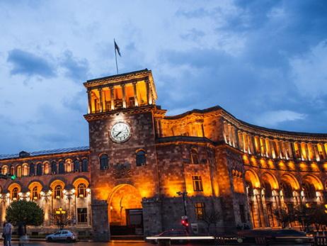 Новый мэр Еревана приступил к работе и отобрал праздник у ереванцев