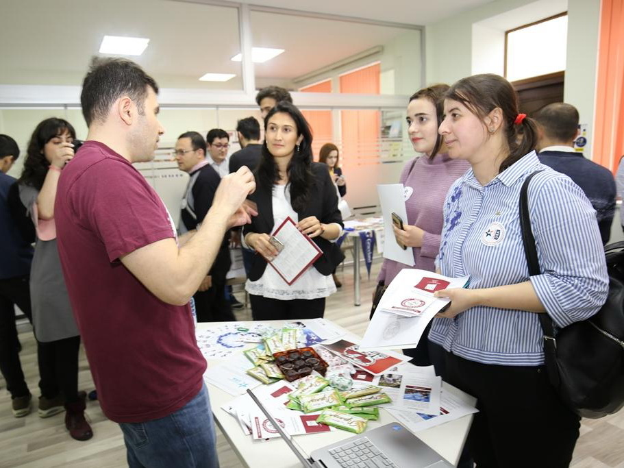 В рамках выставки «Education Azerbaijan» 2018 будут проведены дебаты - ФОТО