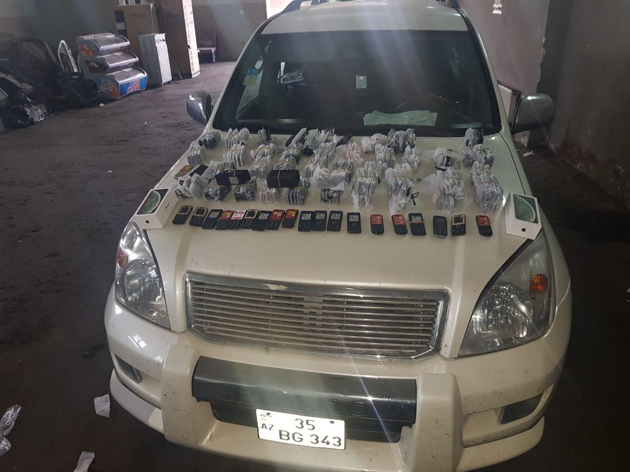 На таможне в автомобиле обнаружено 240 телефонов - ВИДЕО - ФОТО