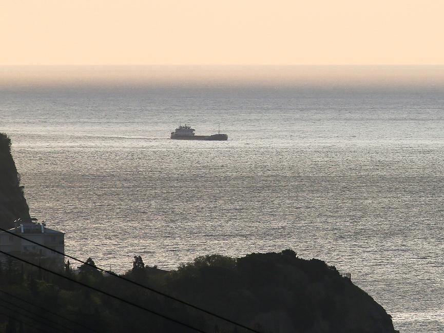 Азербайджанские и турецкие моряки с затонувшего теплохода доставлены в Новороссийск