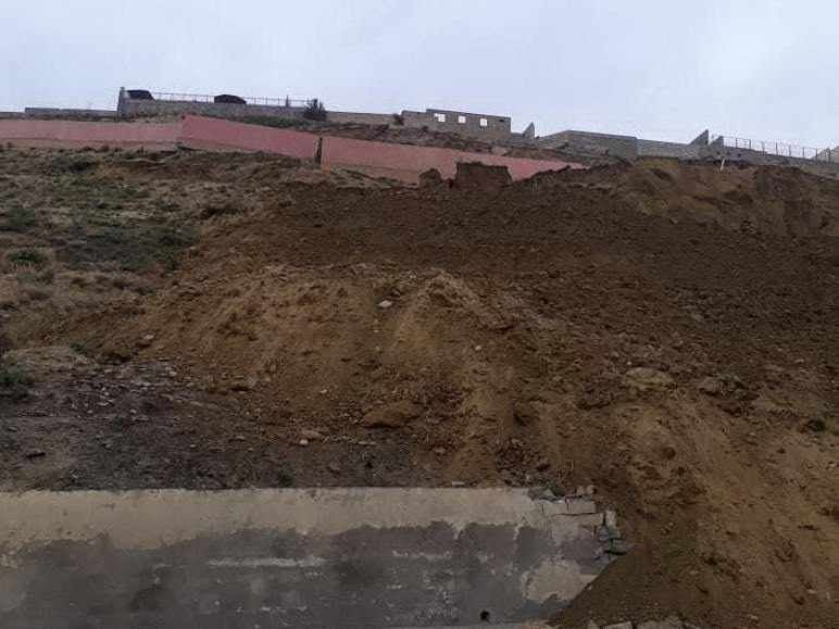 Зафиксированы новые трещины на стенах домов в оползневой зоне в Бадамдаре – ОБНОВЛЕНО