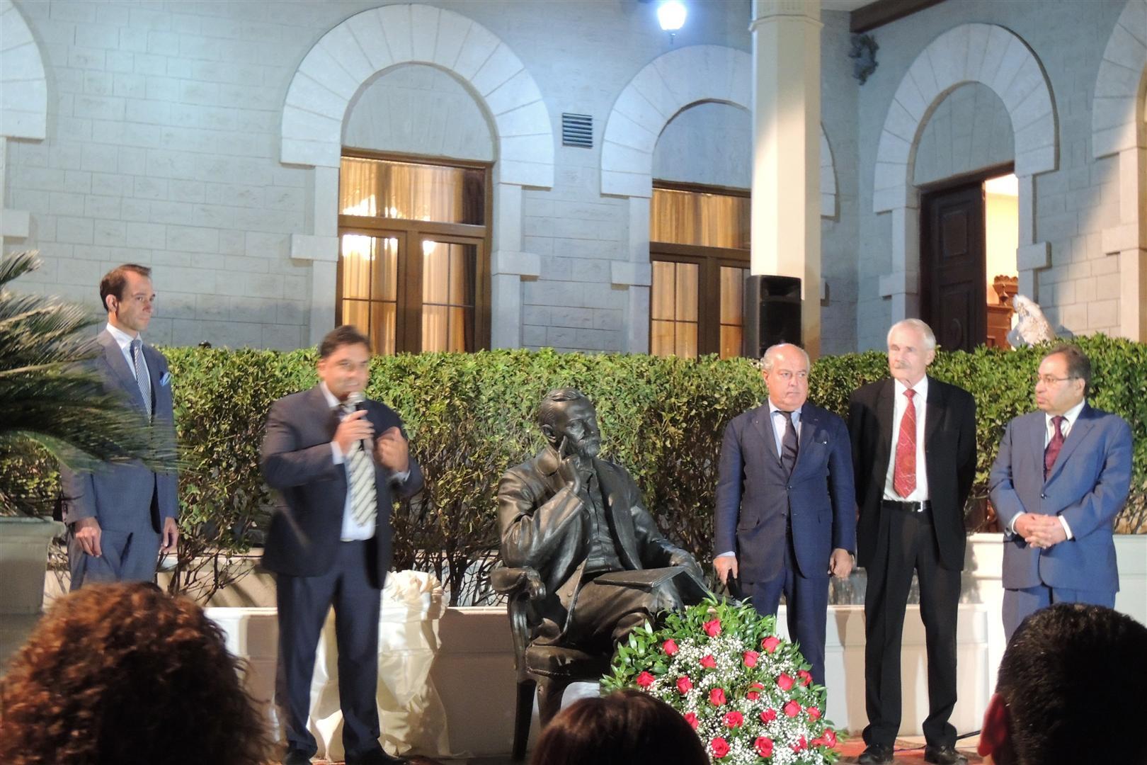 В Баку открыт памятник Альфреду Нобелю