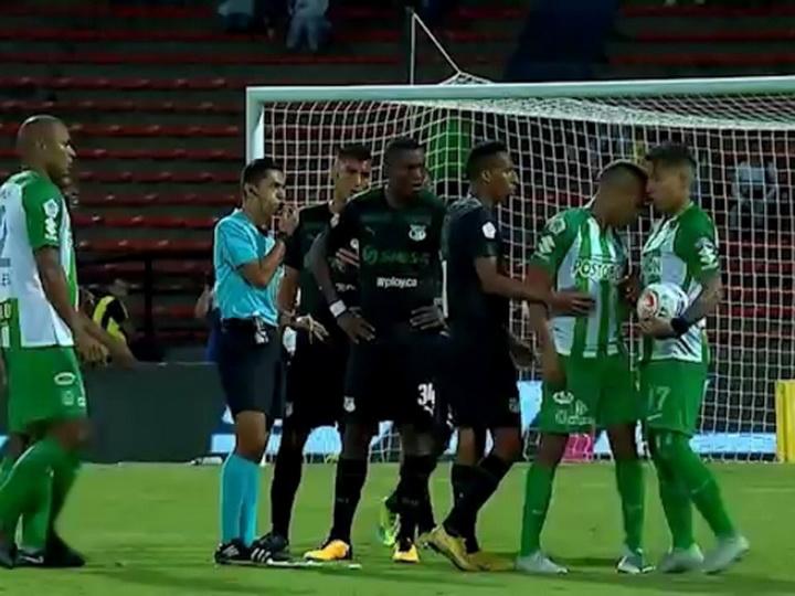 Колумбийские футболисты подрались, не поделив право на пробитие пенальти – ВИДЕО