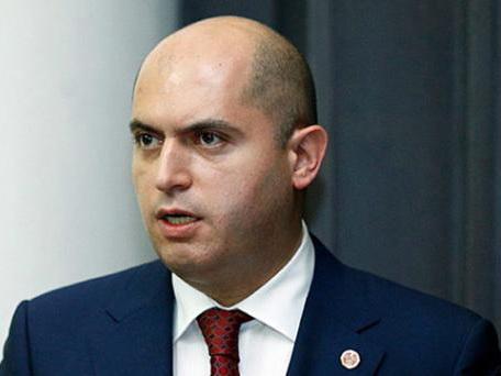 Партия Саргсяна не может определиться с участием в парламентских выборах