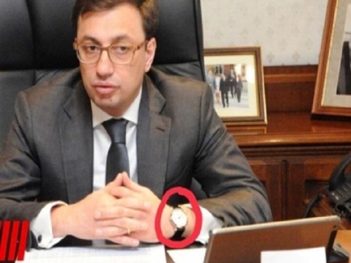 Azərbaycanlı məmurun 200 min dollarlıq qol saatı, 150 minlik maşını - FOTO