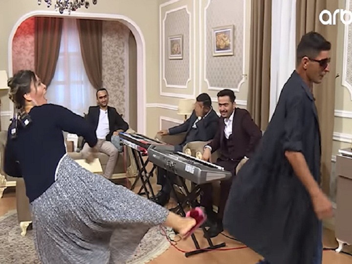 Əməkdar artistdən efirdə biabırçılıq - VİDEO