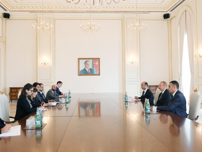 Президент Азербайджана Ильхам Алиев принял делегацию во главе с председателем Сената Италии – ФОТО