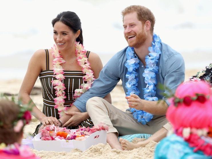 Беременная Меган Маркл и принц Гарри на пляжной тусовке - ФОТО – ВИДЕО