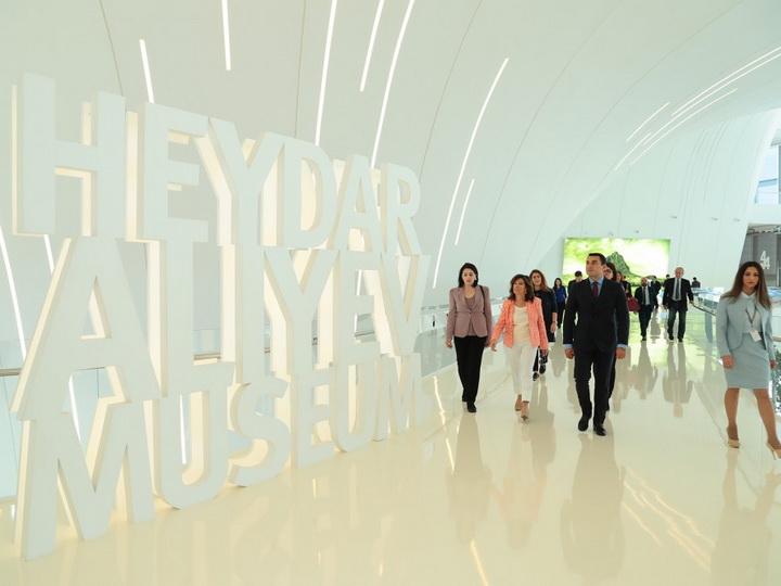 Председатель Сената Италии побывала в Центре Гейдара Алиева - ФОТО