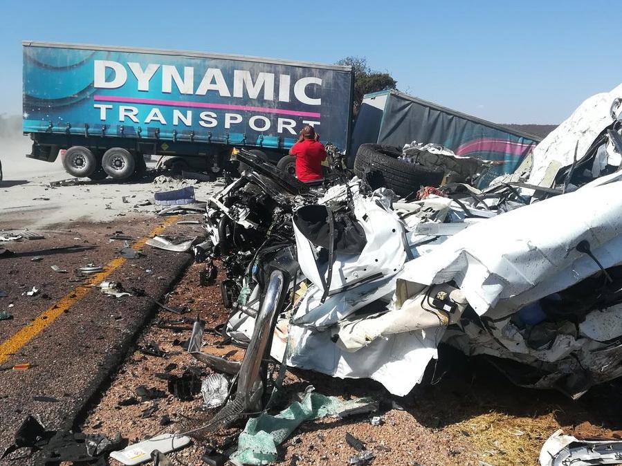 В ЮАР почти 30 человек погибли в крупном ДТП – ФОТО