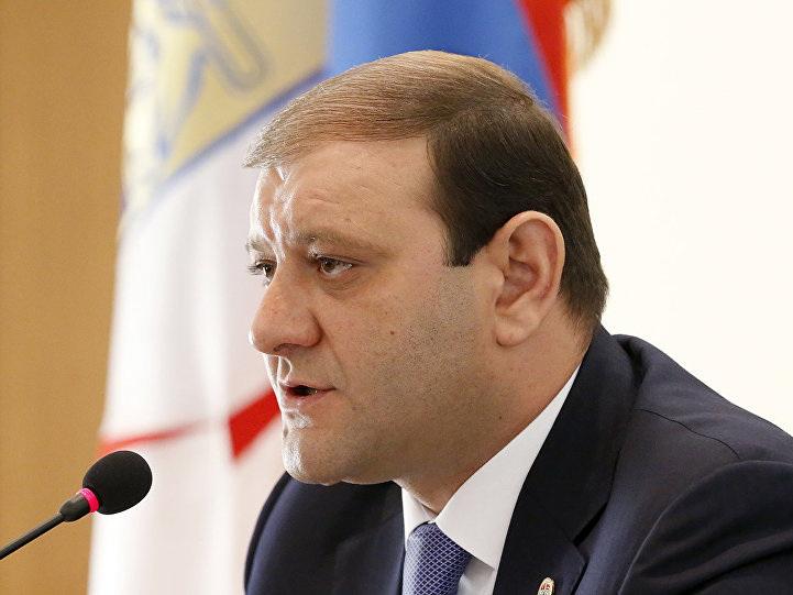 Экс-мэр Еревана уехал из Армении