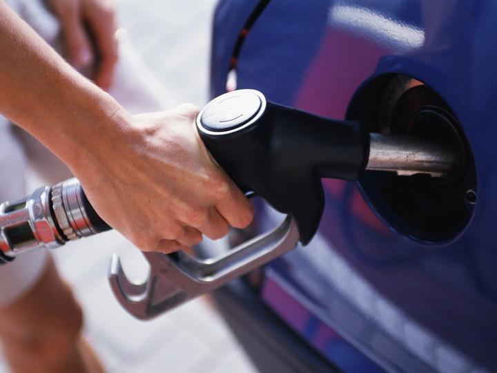 В Азербайджане временно от пошлин освобожден ввоз бензина АИ – 92