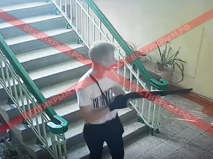 Опубликованы кадры взрыва и расстрела людей в колледже в Керчи - ВИДЕО