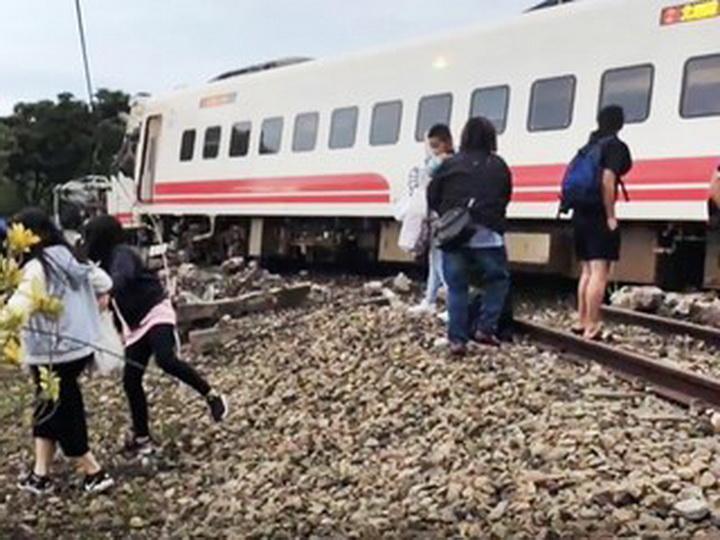 На Тайване число пострадавших в железнодорожной аварии достигло 132 человек - ОБНОВЛЕНО