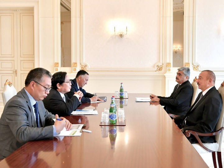 Президент Ильхам Алиев принял вице-президента Азиатского банка развития
