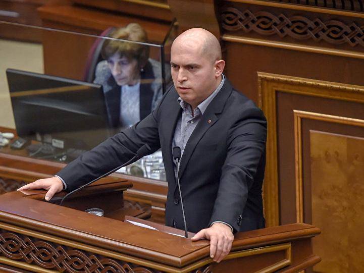 Сами не понимают, чего хотят: в парламенте Армении обрушились с критикой на власти