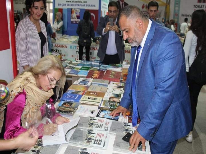 """Tanınmış yazarın """"Xocalı danışır"""" kitabı Türkiyədə kitab festivalında – FOTO"""