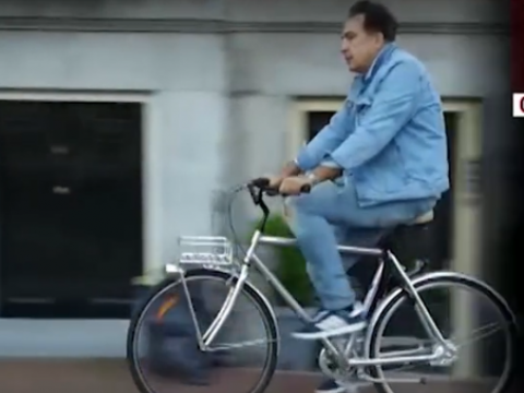 Помогает мама: Михаил Саакашвили рассказал о жизни в Амстердаме – ВИДЕО – ФОТО
